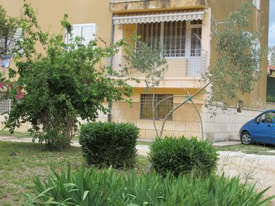 Photo for Centrally located apartment within walking distance to town and beach