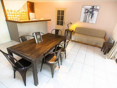 """Photo for Apartment """"fig tree"""" spacious with private garden, barbecue, swimming pool 5 min from the beaches"""