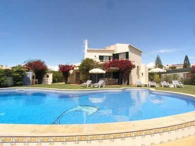 Photo for 4 bedroom Villa, sleeps 8 in Galé de Cima with Pool, Air Con and WiFi