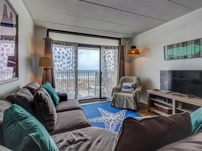 Photo for Oceanfront flat w/seasonal shared pool, sea views, and easy beach access