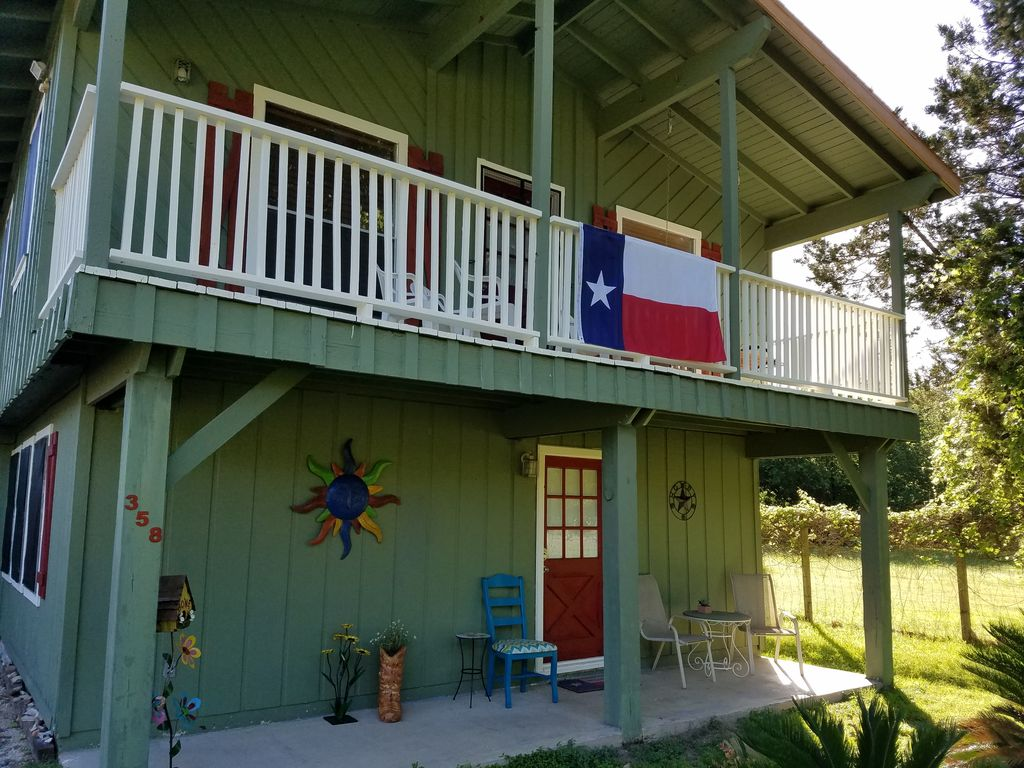 Escape to the tx hill country vrbo for Cabins near whitewater amphitheater