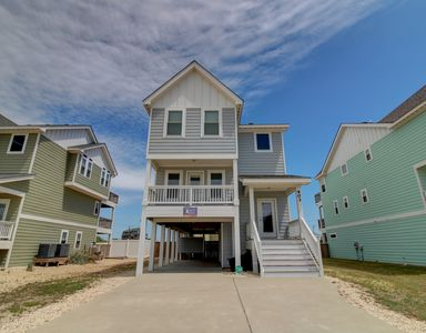 Photo for Happy as a Clam 4 Bedroom Home Near Beach Access and Includes Private Pool!