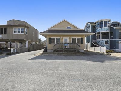 Photo for FREE Activities. The ocean block one-level house is just steps to the ocean in Dewey Beach!