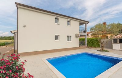 Photo for Apartment Complex - Silver Holiday House with Shared Pool / Apartment Emanuela I with Pool and Garden View