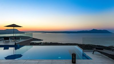 Photo for Edge of the sea/ Luxury,heated pool,view