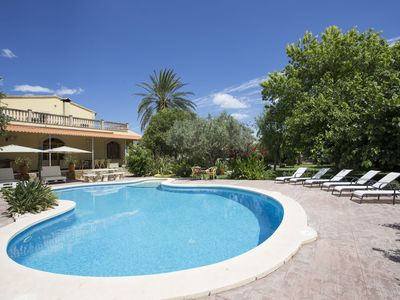 Photo for Villa for 8 with pool, airconditioning and wifi