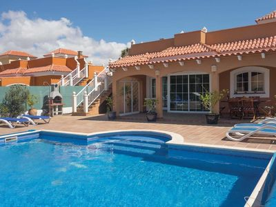 Photo for Villa w/ heated pool, BBQ + air con, close to golf courses + shops