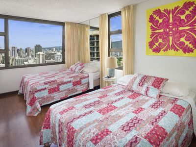 Luxury One Bedroom  For Vacation Lovers! Free Parking! &  Free WiFi!!