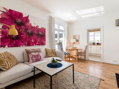 Photo for Lovely fulham 2 bed 1st floor apartment