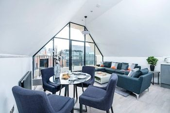 Photo for Stylish 2BR Flat in Whitechapel With City Views