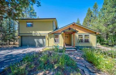 Photo for Vacation right on The Big Deschutes River but still be close to it all!