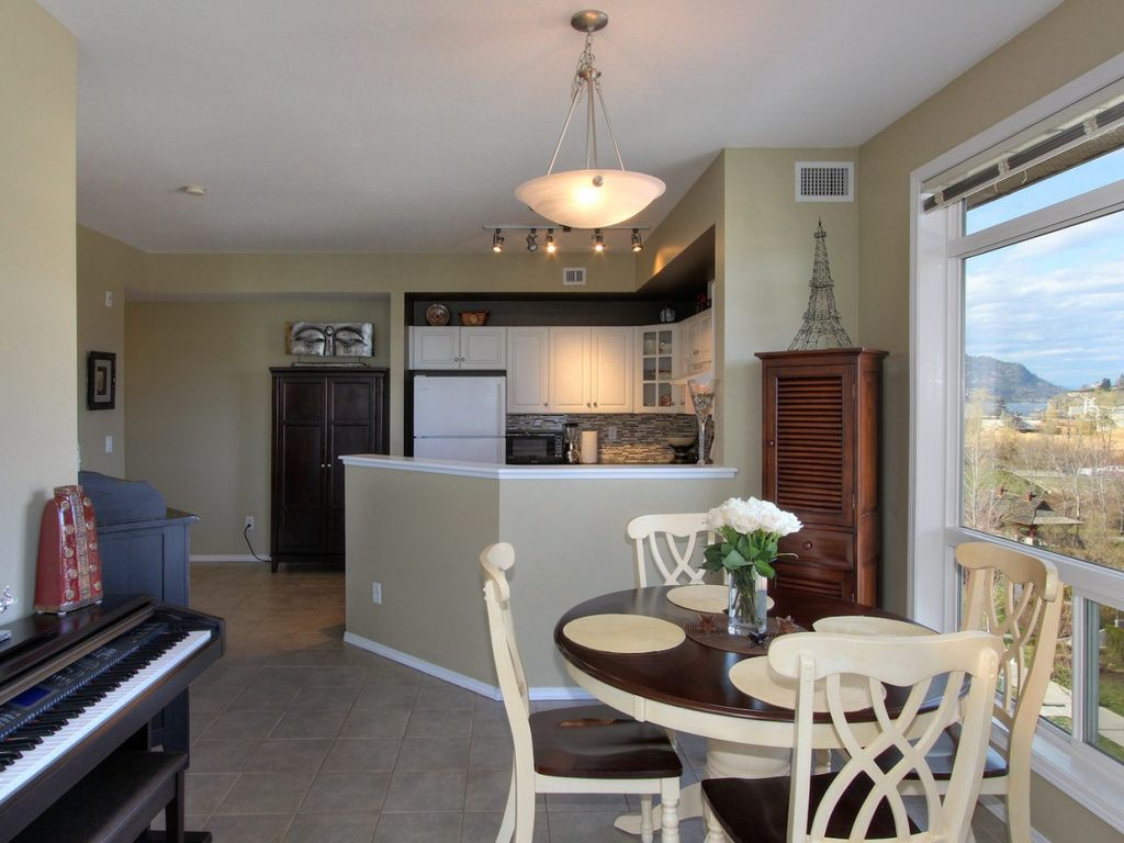 Gorgeous 6th floor King Suite with Vaulted Ceilings at Discovery Bay Resort