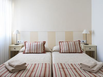 Photo for COMFORTABLE APARTMENT IN TRIANA, SEVILLE (6pax.)