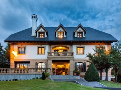 Photo for Spacious mansion with garden and Wifi