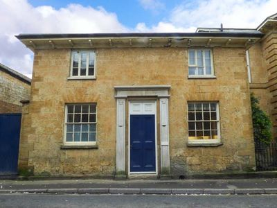 Photo for EAST WING, pet friendly, with a garden in Crewkerne, Ref 953487