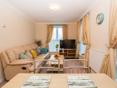 Photo for Beautiful 2 Bedroom Apartment, near ExCel