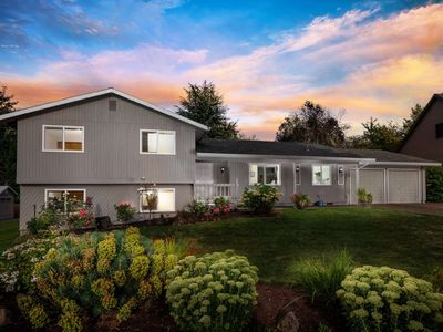 Photo for Fantastic Home in Cul-de-sac, With Huge Yard, New Kitchen, Ping Pong, 10 Miles to Downtown Portland