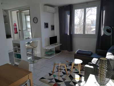 Photo for Appt refurbished-bright 55m ²- 4 pers.-10mn walk to town-clim.-Wireless