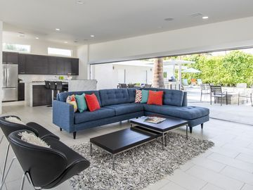 S. Palm Springs Modern Masterpiece--Walk to Downtown with Pool and Casita