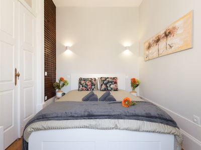 Photo for Cozy Sunny Flat   Ace Location by Host Wise