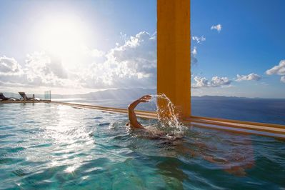 40 square meters infinity swimming pool (100% privacy between the two villas)