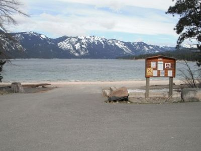 *Quiet Pet Friendly Cabin @ Lake Cle Elum - Owner operated! With a hot tub!!