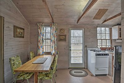 This Vineyard Haven vacation rental cottage is perfect for 2 guests.