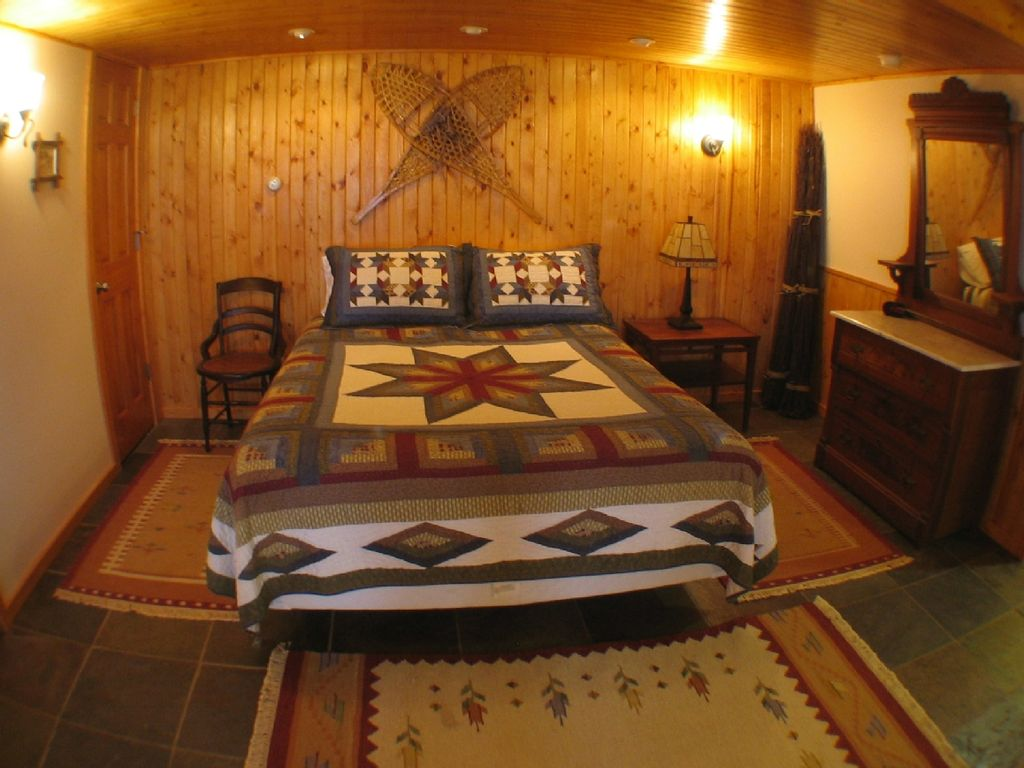 Boating fishing romantic rustic and up todate cabin on for Michigan romantic cabins