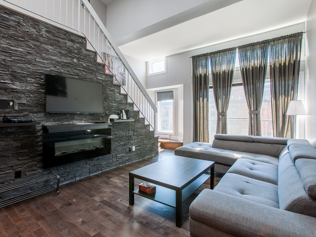 Hotels vacation rentals near just for laughs montreal for Cabin rentals near montreal