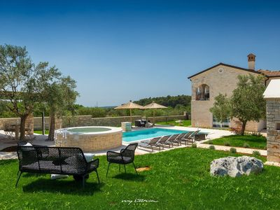 Photo for Beautiful modern villa with pool in Rovinj