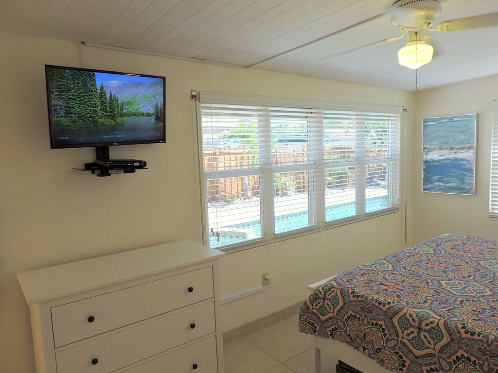 Sunset House 3/2 Heated Pool & Jacuzzi for 9 Guests 2 Mi to Hollywood Beach