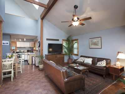 Cottage in town~Hot Tub~Dog Friendly~By week or Month