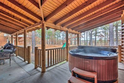 Boasting beds for 12 and a hot tub, this Broken Bow home is one-of-a-kind.