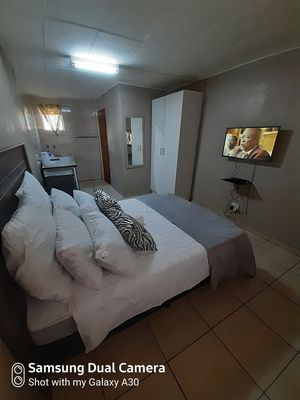 Photo for Fully furnished rooms for short stay, Pretoria