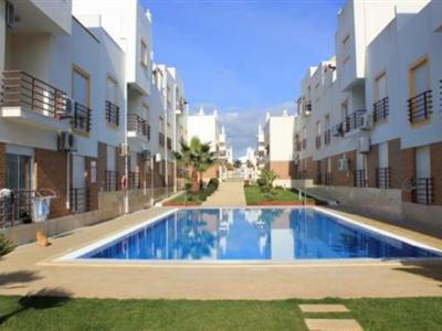 Photo for Modern spacious one bedroom apartment with pool close to beach & amenities