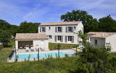 Photo for Superb country house all comfort in Uzès, private pool and heated, near Avignon