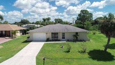 Photo for Step into this quaint cottage and let your Florida vacation begin! This 2 bedroom 2 bathroom home is absolutely perfect for you and your guests on your trip to Florida.