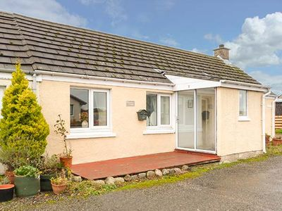 Photo for BRAEMAR COTTAGE, pet friendly, with a garden in Tain, Ref 929349