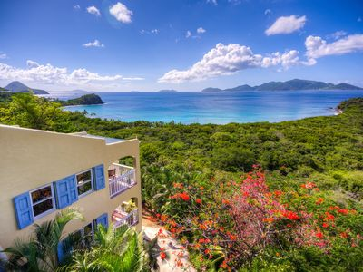 Secluded villa only a 5 to 4 minute walk to the beach of Smugglers Cove