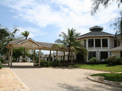 Photo for Have a freat vacation experience right on the beach