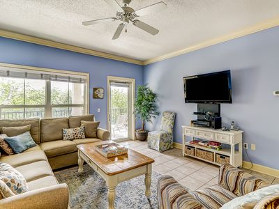 Photo for Well-appointed villa with shared pool/hot tub just one block from Coligny Plaza