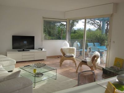 Photo for Apartment/ flat in a peaceful residence with a swimming pool- Saint-Raphaël