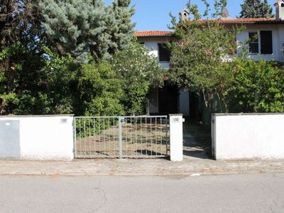 Photo for Detached house with 8 beds, 2 gardens, 300 meters from the sea, barbecue