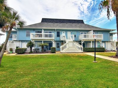Photo for 2 bedroom 2 bath spacious condo! Beach Access, 2 pools and BBQ area!