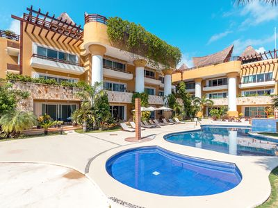 Photo for Luxury 1 bedroom Condo at Pueblito, shared rooftop with the Best Infinity Pool