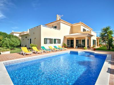 Photo for Villa in Albufeira with 5 bedrooms and sleeps 10