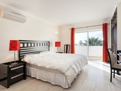 Photo for 1 minute walk to the beach of Vale do Lobo - 100 mts
