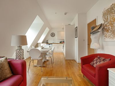 Photo for Chic 2 Bed, 2 Bath Apartment near River Thames