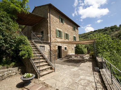 Photo for Villa overlooking the Val di Chiana with pool in Cortona