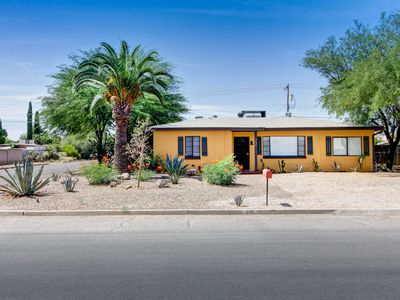 The 3 Bedroom Corner Lot Casa - Close to Eateries, Hiking, U of A - 1 HOT Spot !